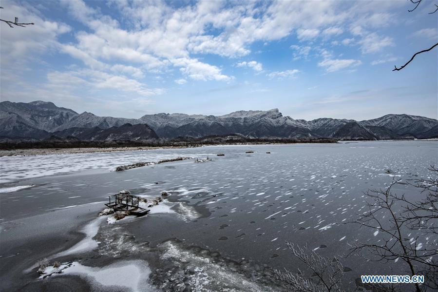 Photo taken on Jan. 12, 2017 shows the winter scenery of the Dajiu Lake in Shennongjia National Park in central China\'s Hubei Province. (Xinhua/Du Huaju)