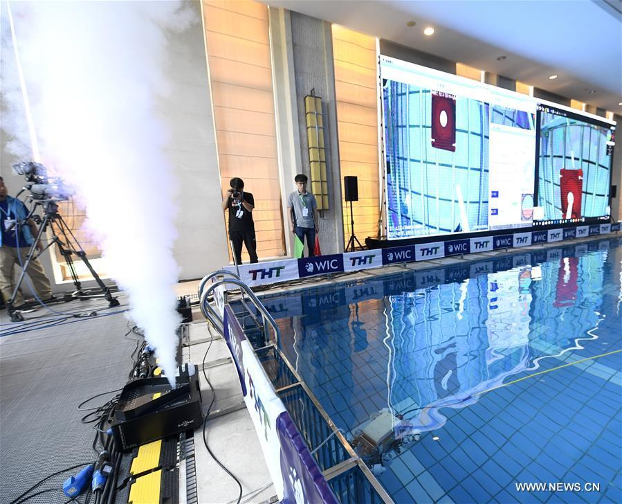 An underwater robot of a joint team of University of Melbourne and University of Sydney dives during the World Intelligence Underwater Robots Challenge held in north China\'s Tianjin, May 15, 2019. The World Intelligence Underwater Robots Challenge opened here on Wednesday, attracting 13 teams from China, the United States, Japan and Australia. The competition, with the theme \