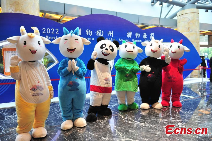 Mascots of the Asian Cuisine Festival - Taste of Hangzhou greet visitors in Hangzhou City, Zhejiang Province, May 15, 2019. Several cities in China have hosted the Asian Cuisine Festival as part of celebrations for the Conference on Dialogue of Asian Civilizations held in Beijing this week. (Photo: China News Service/Zhang Yin)
