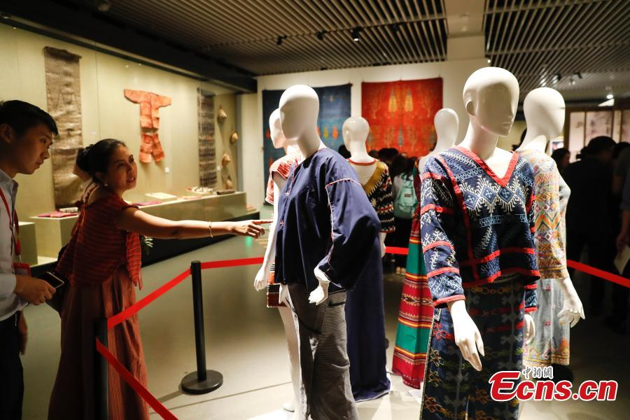 Photo taken on May 16, 2019 shows an exhibition of intangible cultural heritages from Asia at the National Library of China in Beijing as part of the ongoing Conference on Dialogue of Asian Civilizations. More than 60 craftsmen from 13 Asian countries and regions are displaying traditional works such as puppets from Sri Lanka, Persian carpets from Iran and costumes from the Philippines. (Photo: China News Service/Du Yang)