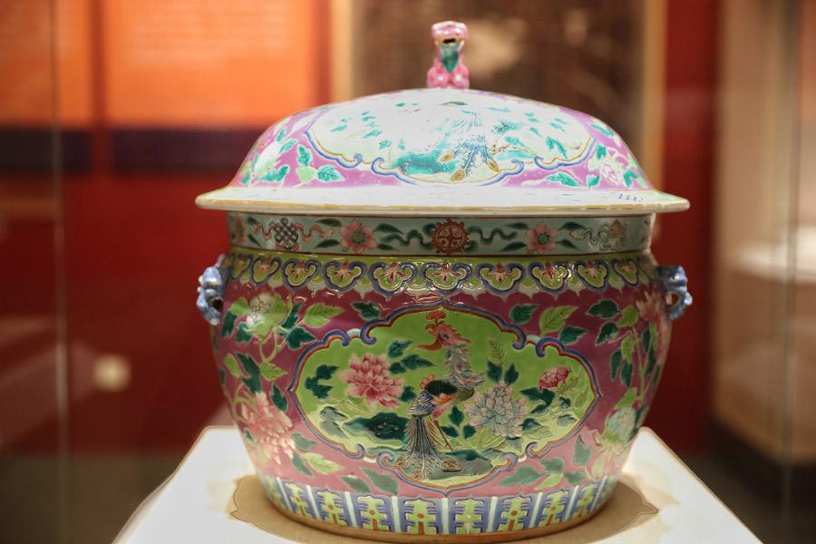 Ceramic kamcheng container ordered from China during the Qing Dynasty (1644-1911), Asian Civilisations Museum, Singapore.(Photo provided to China Daily)   \