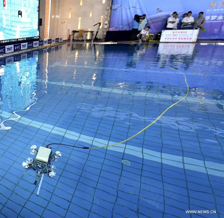 Contestants control an underwater robot during the World Intelligence Underwater Robots Challenge held in north China\'s Tianjin, May 15, 2019. The World Intelligence Underwater Robots Challenge opened here on Wednesday, attracting 13 teams from China, the United States, Japan and Australia. The competition, with the theme \