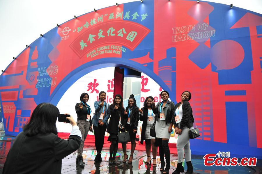 Foreign students visit the Asian Cuisine Festival - Taste of Hangzhou in Hangzhou City, Zhejiang Province, May 15, 2019. Several cities in China have hosted the Asian Cuisine Festival as part of celebrations for the Conference on Dialogue of Asian Civilizations held in Beijing this week. (Photo: China News Service/Zhang Yin)
