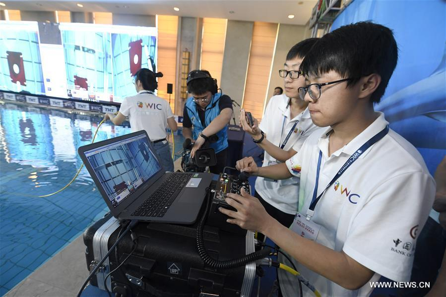 An underwater robot of National University of Defense Technology from China succeeds to trigger an information source during the World Intelligence Underwater Robots Challenge held in north China\'s Tianjin, May 15, 2019. The World Intelligence Underwater Robots Challenge opened here on Wednesday, attracting 13 teams from China, the United States, Japan and Australia. The competition, with the theme \