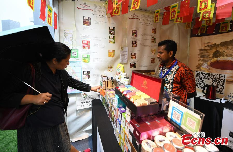 A visitor looks at products from Sri Lanka at the Asian Cuisine Festival - Taste of Hangzhou in Hangzhou City, Zhejiang Province, May 15, 2019. Several cities in China have hosted the Asian Cuisine Festival as part of celebrations for the Conference on Dialogue of Asian Civilizations held in Beijing this week. (Photo: China News Service/Wang Gang)