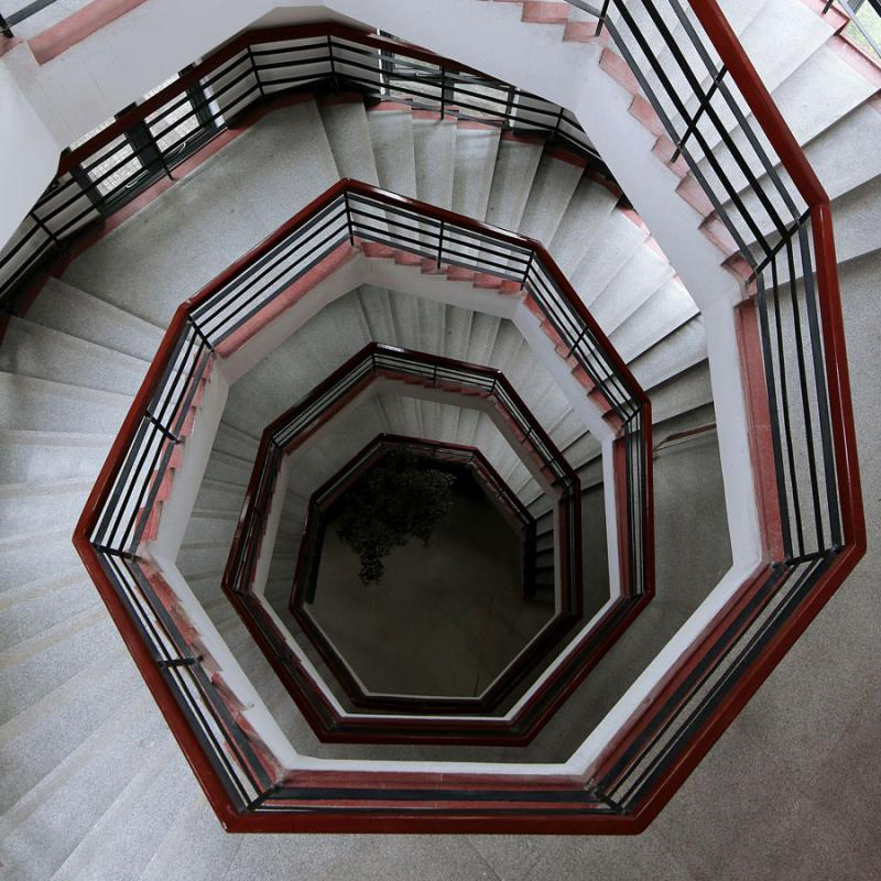 Li Zhenhui, an employee with an interior design company in Guangzhou, has shot photos of more than 400 sets of winding stairs in the city. (Photo by Li Zhenhui/for chinadaily.com.cn)