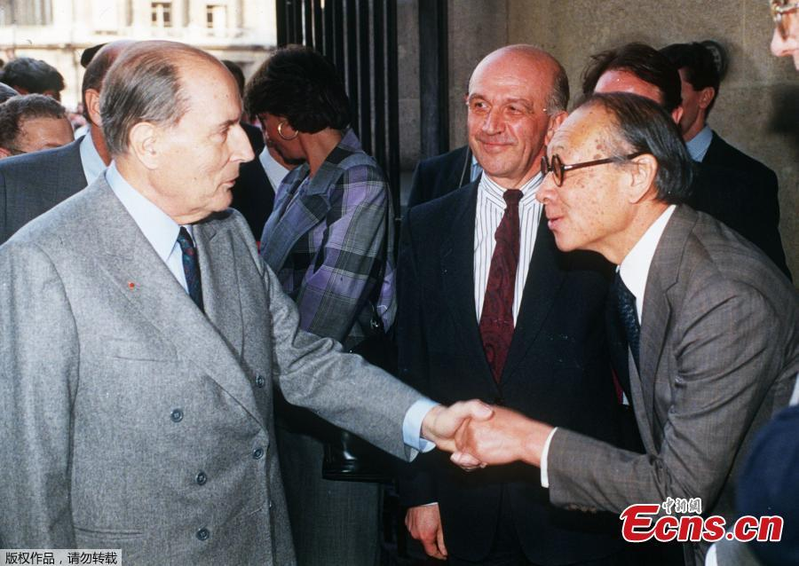 French President Francois Mitterrand (L) shakes hands with Chinese American architect Ieoh Ming Pei (R), as Louvre Museum director Michel Laclotte looks on, during the public opening of the Louvre Pyramid on March 29, 1989 in Paris. (Photo/Agencies)