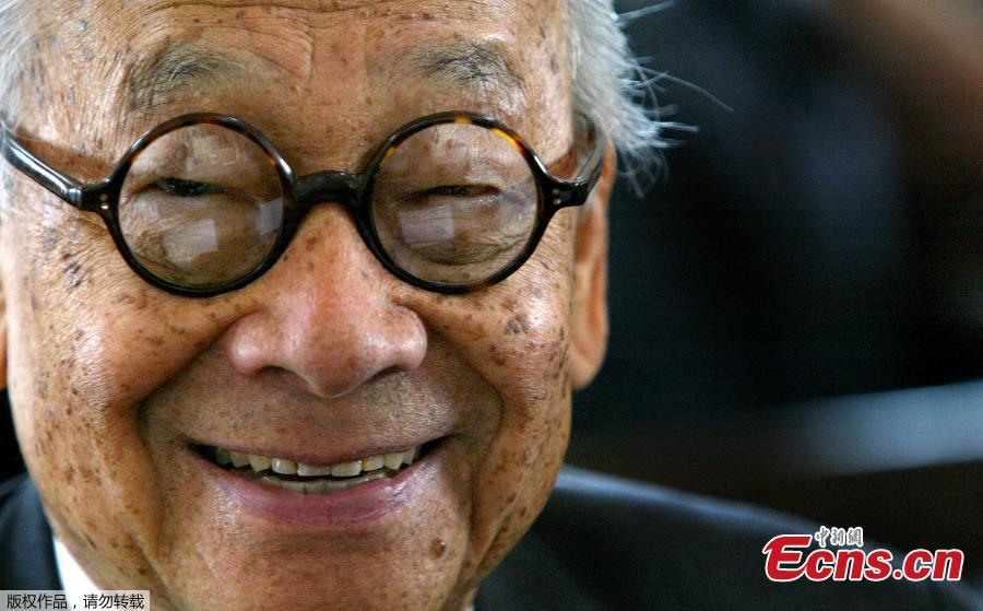 In this file photo taken on April 21, 2004, architect I.M. Pei smiles for a photo after being honored with an Ellis Island Family Heritage Awards at the Ellis Island Museum in New York City. Legendary architect I.M. Pei has died at the age of 102, according to multiple reports on Thursday. Pei was born in Guangzhou, China, and raised in Hong Kong and Shanghai, before moving to the United States in 1935. He won a wide variety of prizes and awards in the field of architecture.  (Photo/Agencies)