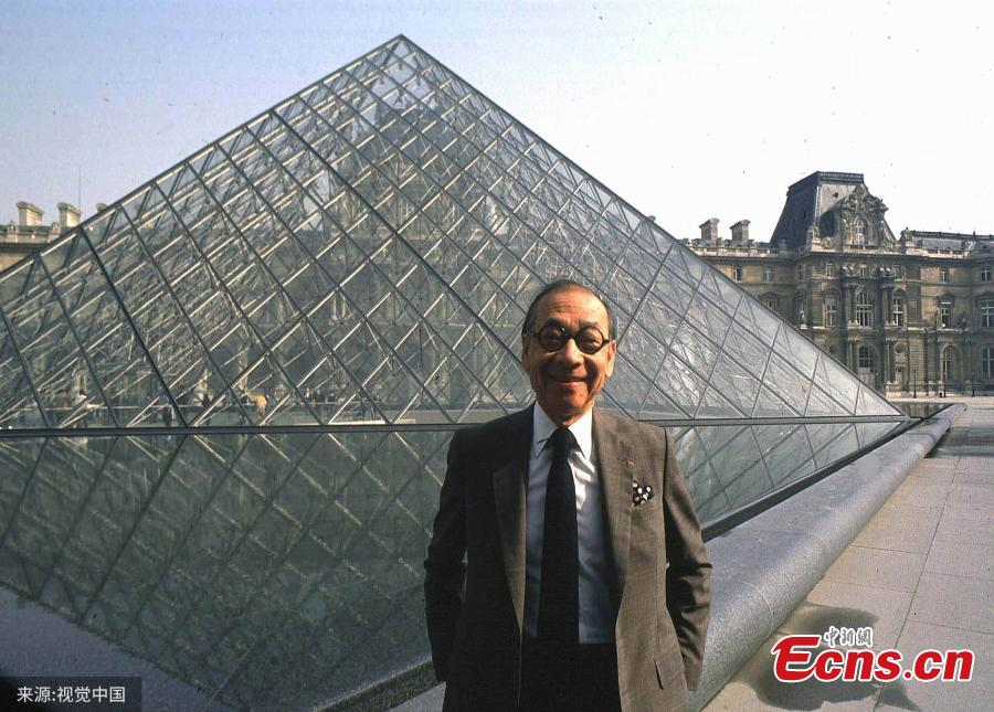 In this file photo, architect I.M. Pei laughs while posing for a portrait in front of the Louvre glass pyramid, which he designed, in the museum\'s Napoleon Courtyard in Paris. Legendary architect I.M. Pei has died at the age of 102, according to multiple reports on Thursday. Pei was born in Guangzhou, China, and raised in Hong Kong and Shanghai, before moving to the United States in 1935. He won a wide variety of prizes and awards in the field of architecture.(Photo/VCG)