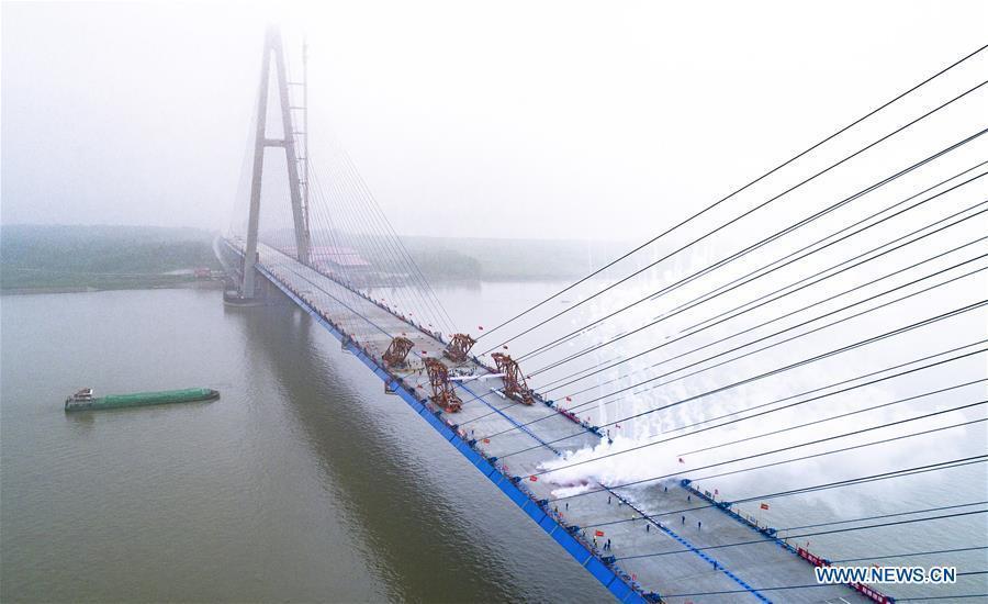 Aerial photo taken on May 16, 2019 shows the closure scene of Qingshan Yangtze River Bridge in Wuhan, central China\'s Hubei Province. The 7,548 meter-long Qingshan Yangtze River Bridge is now the widest bridge over Yangtze River. (Xinhua/Xiao Yijiu)