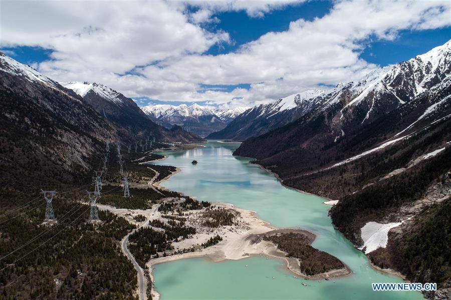 Aerial photo taken on May 18, 2019 shows scenery of the Ra\'og Lake in Qamdo, southwest China\'s Tibet Autonomous Region. (Xinhua/Li Xin)