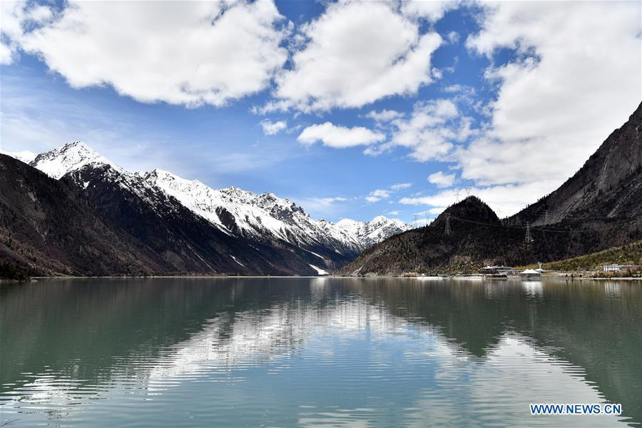 Photo taken on May 18, 2019 shows scenery of the Ra\'og Lake in Qamdo, southwest China\'s Tibet Autonomous Region. (Xinhua/Li Xin)