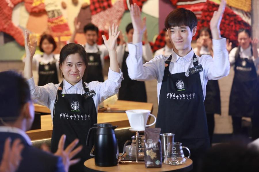 Employees demonstrate sign language at Starbucks China\'s first store with sign language capability in Guangzhou\'s Yuexiu district, May 19, 2019. (Photo provided to chinadaily.com.cn)