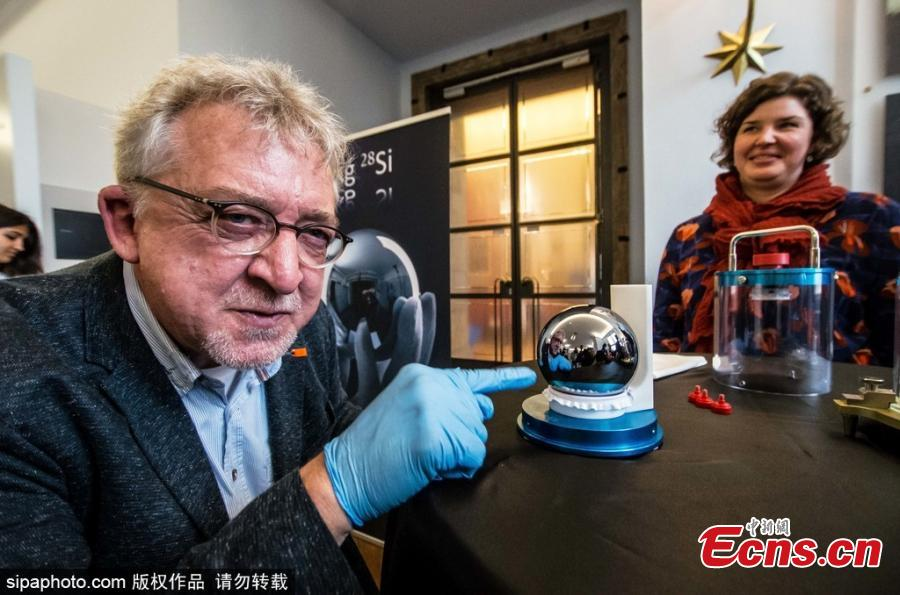 Meet the world's roundest object. It's the perfect sphere and it's absolutely flawless. The sphere is made out of a single crystal of silicon-28 atoms.(Photo/Sipaphoto)