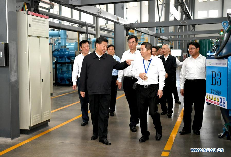 Chinese President Xi Jinping, also general secretary of the Communist Party of China Central Committee and chairman of the Central Military Commission, learns about the production process and operation of the JL MAG Rare-Earth Co. Ltd. as well as the development of the rare earth industry in the city of Ganzhou in east China\'s Jiangxi Province on May 20, 2019. Xi Jinping visited Jiangxi Province Monday on an inspection tour. (Xinhua/Xie Huanchi)