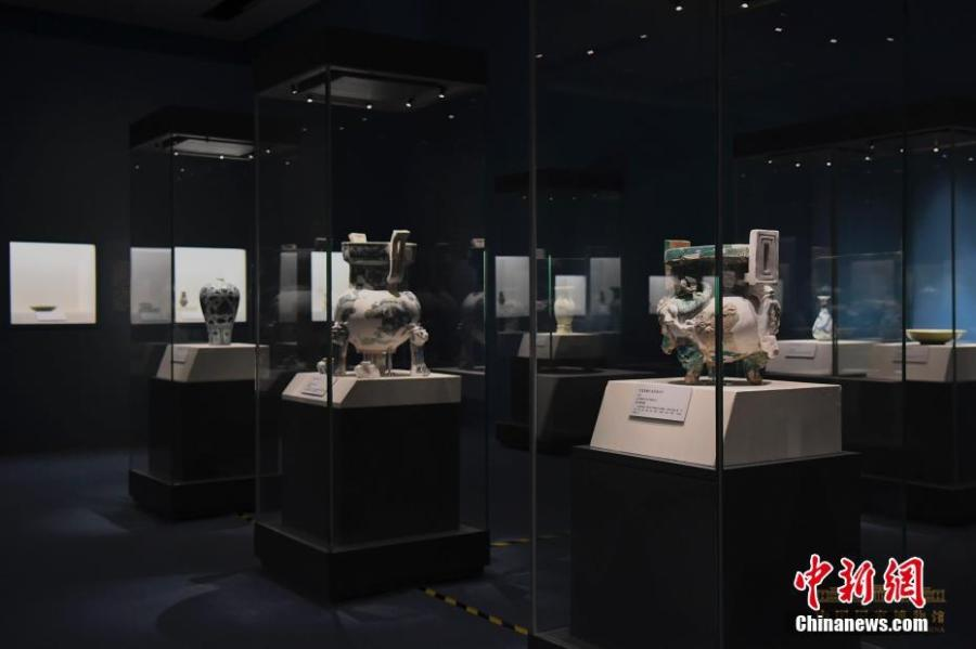 An exhibition on porcelain of the Yuan Dynasty (1271-1368) opened Tuesday at the National Museum of China (NMC) in Beijing. A total of 96 collections from a number of museums across China, including the NMC, are on display. The dynasty, established by Mongolian Emperor Kublai Khan, grandson of Genghis Khan, was well known for producing high-quality blue and white porcelain. The exhibition will run for two months.(Photo: China News Service/Yu Guanchen)