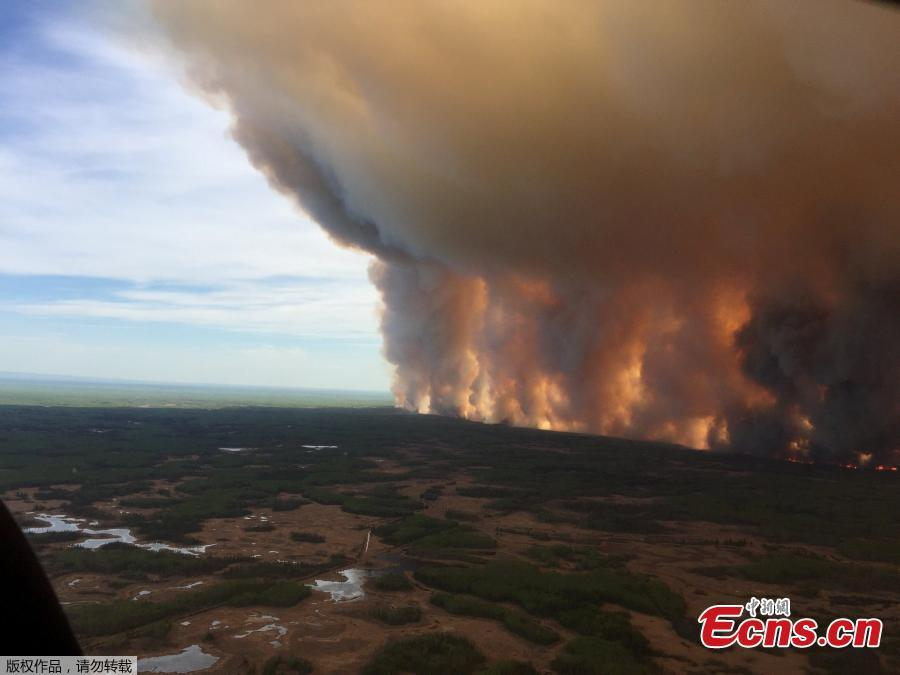 The Chuckegg Creek wildfire burns out of control in the High Level Forest Area, to the southwest and west of the town of High Level, Alberta, Canada in this May 19, 2019 picture obtained from social media. (Photo/Agencies)