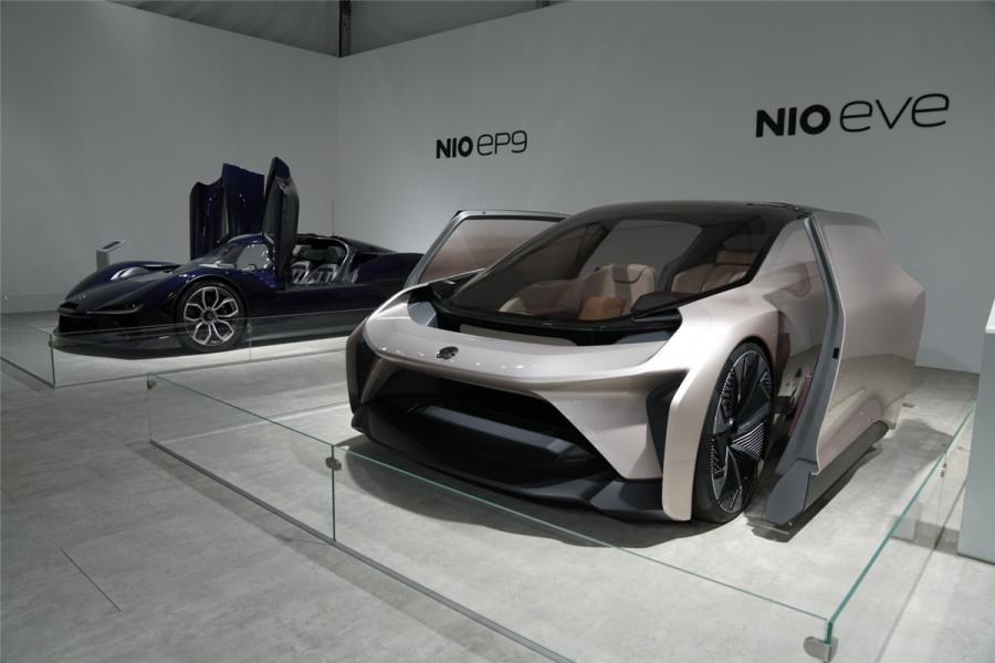 The showcase allows visitors to appreciate the beauty of classic cars from multiple perspectives and explore the diversified development of art, fashion, technology and lifestyle. (Photo/chinadaily.com.cn)
