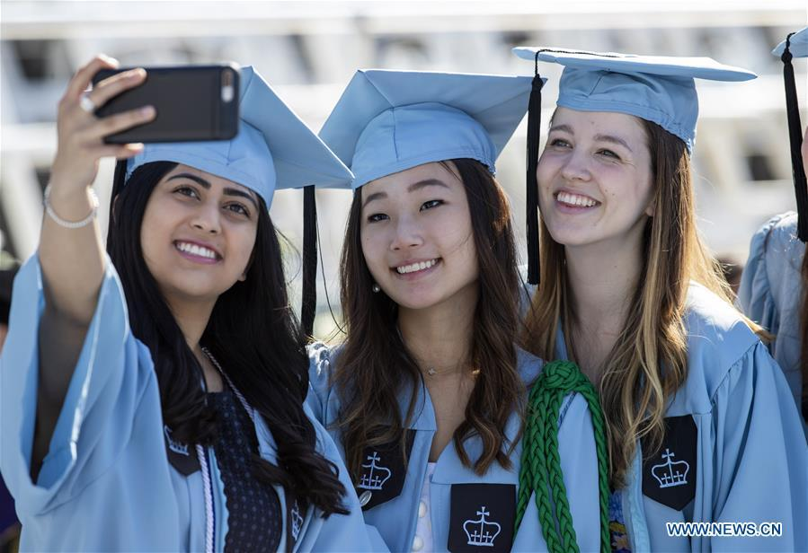 Graduate students take a selfie before the Columbia University Commencement ceremony in New York, the United States, May 22, 2019. The Columbia University Commencement ceremony of the 265th academic year took place on Wednesday. More than 17,000 students from Columbia\'s 18 schools and affiliates graduated this year. (Xinhua/Wang Ying)