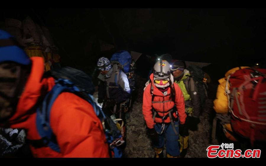 "Three Chinese women, forming the ""Everest Rose"" team, start their ascent of Mount Qomolangma, known as Mount Everest in the West, on May 22, 2019. (Photo/China News Service)"