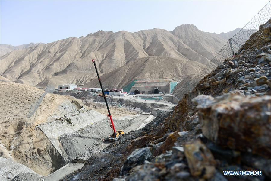Photo taken on May 15, 2019 shows a railway construction site with China Railway Tunnel Group in the Altun Mountains, northwest China\'s Xinjiang Uygur Autonomous Region. There is a nature reserve covering 45,000 square kilometers of the Atlun Mountains, which are home to many wild lives. A lot of effort has gone into environmental protection in Altun over the past few decades. Ecosystems have regenerated on the nature reserve since it was set up in the 1980s to keep poaching, illegal trespassing and mining at bay. Some 400 km away from the uninhabited reserve, 3,000 meters above sea level, the workers are building a railway connecting cities in the northwestern provinces of Xinjiang and Qinghai. They get along quite well with unlikely neighbors. (Xinhua/Ding Lei)