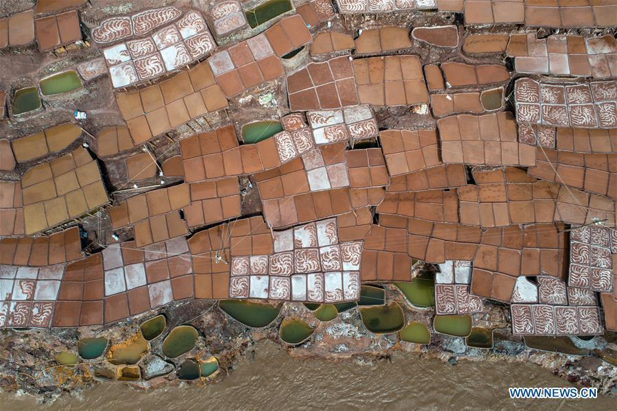 Aerial photo shows saline fields in Mangkam County, southwest China\'s Tibet Autonomous Region, May 22, 2019. An ancient technique of salt production since Tang Dynasty (618-907) is well-preserved in Mangkam County. Local people follow a salt harvesting method by collecting brines from salt mines and ponds and evaporating them in the sun until crystallization. (Xinhua/Li Xin)