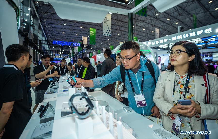 Visitors are seen during China International Big Data Industry Expo 2019 in Guiyang, southwest China\'s Guizhou Province, May 26, 2019. The expo on big data opened Sunday in Guizhou Province, focusing on the latest innovation of the technology and its applications. The four-day expo will be attended by 448 enterprises from 59 countries and regions, according to the organizing committee. (Xinhua/Tao Liang)