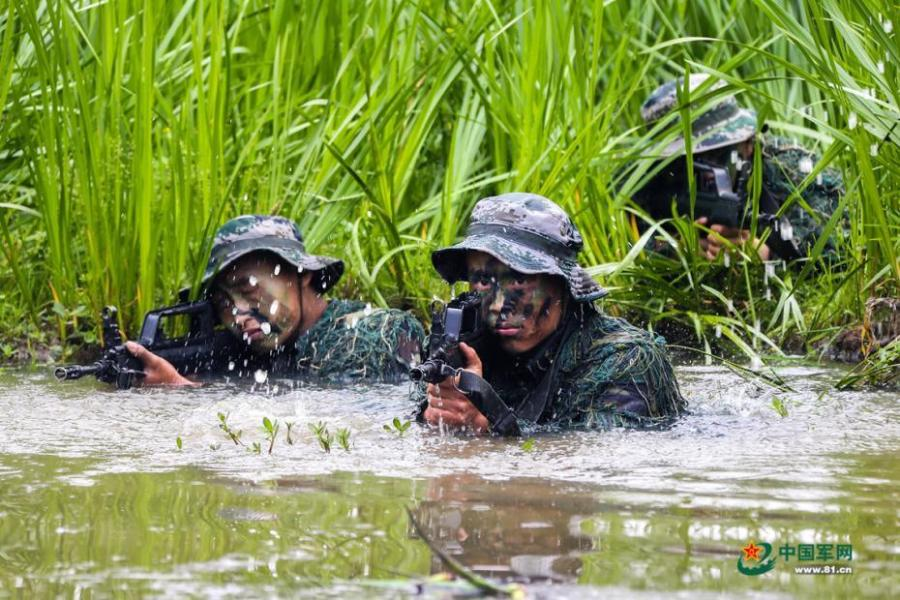 Army scouts undergo an intensive training at a military base in Easter Anhui Province. Soldiers needed to carry a load no less than 30 kilograms marching over a distance of 100 kilometres amid tens of other training programs. (Photo/81.cn)