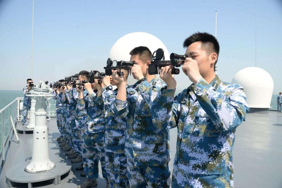 Cadets are practicing using a sextant for exploration and navigation.  (Photo provided to chinadaily.com.cn)