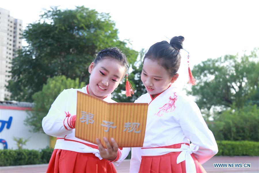 Students rehearse for Children\'s Day performance in a primary school in Xingtai City, north China\'s Hebei Province, May 27, 2019. (Xinhua/Zhang Chi)