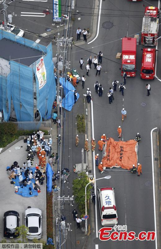 An aerial view shows rescue workers and police officers operate at the site where people were injured in a suspected stabbing by a man, in Kawasaki, Japan May 28, 2019. Nearly 20 people had been injured, some critically, after a man went on a stabbing rampage in a park close to Japan\'s capital Tokyo on Tuesday morning. The local fire department was alerted to the incident at around 7:45 a.m. local time, which occurred in a park in a residential area near Noborito Station in Kawasaki City. According to the latest local media reports, of the some 20 people who were stabbed in the frenzied attack, 16 of them were children of elementary school age.(Photo/Agencies)