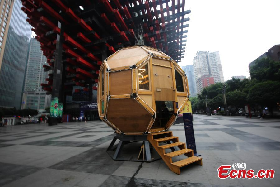A reading room, free for public use, resembles a space capsule on a street in Yuzhong District, Chongqing, May 27, 2019. More than 50 books are on display in the reading space, which is large enough to accommodate 10 people at one time. (Photo: China News Service/Chen Chao)