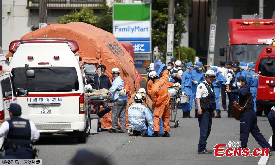 Rescue workers operate at the site where 15 people were injured in a suspected stabbing by a man, in Kawasaki, Japan May 28, 2019.Nearly 20 people had been injured, some critically, after a man went on a stabbing rampage in a park close to Japan\'s capital Tokyo on Tuesday morning. The local fire department was alerted to the incident at around 7:45 a.m. local time, which occurred in a park in a residential area near Noborito Station in Kawasaki City. According to the latest local media reports, of the some 20 people who were stabbed in the frenzied attack, 16 of them were children of elementary school age.(Photo/Agencies)