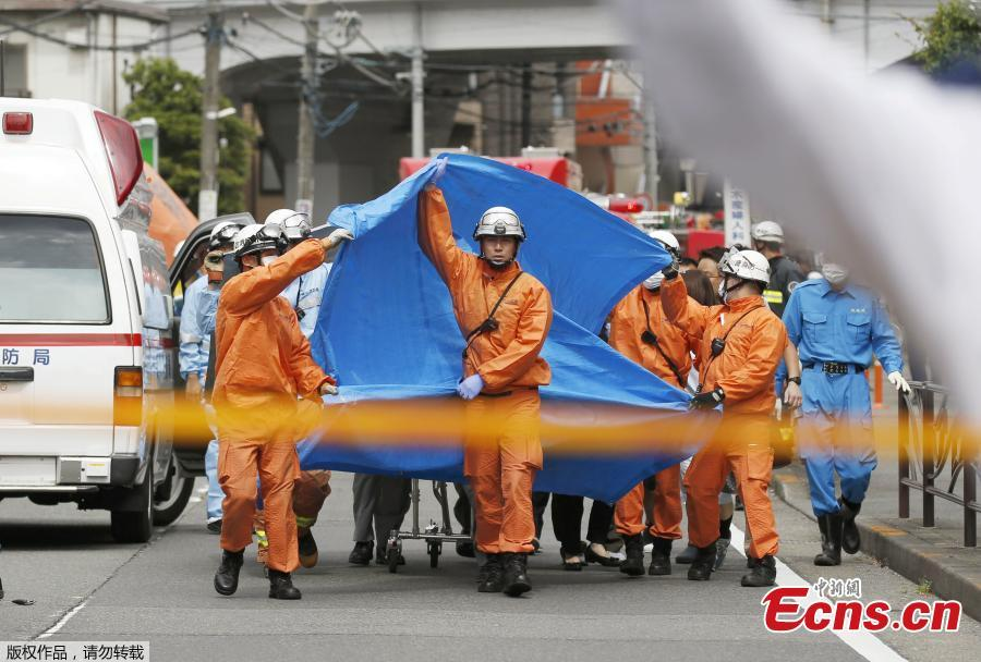 Rescue workers operate at the site where 15 people were injured in a suspected stabbing by a man, in Kawasaki, Japan May 28, 2019. Nearly 20 people had been injured, some critically, after a man went on a stabbing rampage in a park close to Japan\'s capital Tokyo on Tuesday morning. The local fire department was alerted to the incident at around 7:45 a.m. local time, which occurred in a park in a residential area near Noborito Station in Kawasaki City. According to the latest local media reports, of the some 20 people who were stabbed in the frenzied attack, 16 of them were children of elementary school age.(Photo/Agencies)