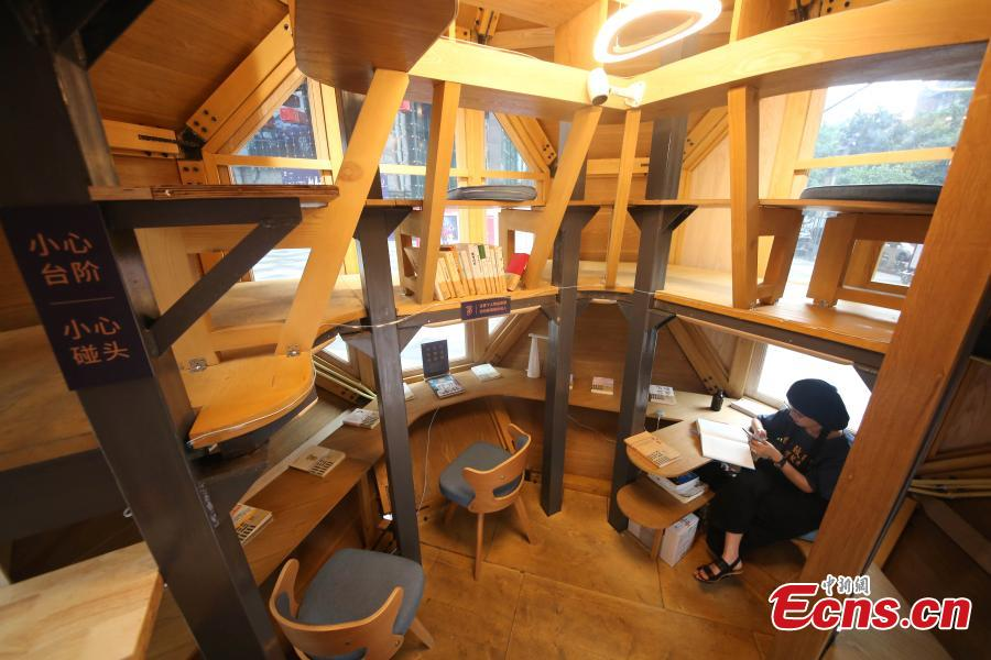 An inside view of a reading room that resembles a space capsule on a street in Yuzhong District, Chongqing, May 27, 2019. More than 50 books are on display in the reading space, which is large enough to accommodate 10 people at one time. (Photo: China News Service/Chen Chao)