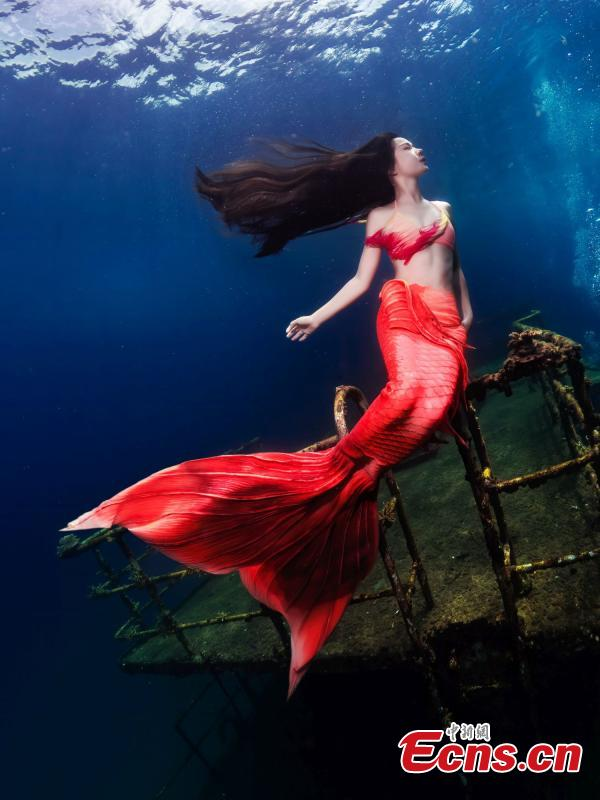 A photograph of a model posing like a mermaid underwater at the Wuzhizhou Island scenic spot as captured by photographer Zhou Jiajun during a four-day photo contest in Sanya City, Hainan Province. (Photo/China News Service)