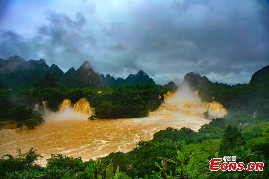 Recent rainstorms create rolling torrents of water at the Detian Falls in Daxin County, Chongzuo City, Southwest China's Guangxi Zhuang Autonomous Region, May 27, 2019. As the largest cross-border waterfall in Asia, Detian Falls straddle the border between China and Vietnam. (Photo: China News Service/Yang Huwang)
