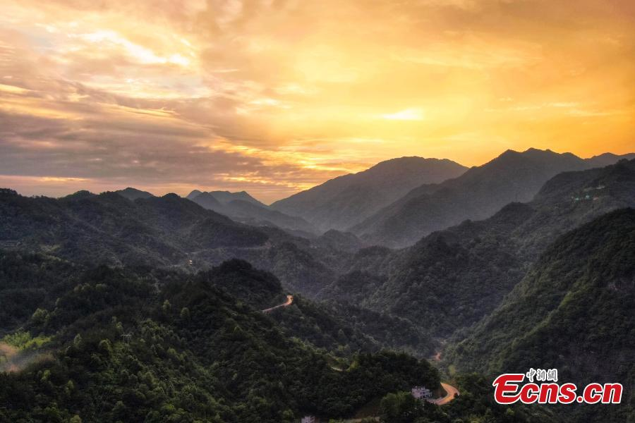 Aerial photo shows a spectacular sunrise over the Dabie Mountains in Hetu Town, East China's Anhui Province, May 29, 2019. The major mountain range in central China is the watershed between the Huaihe and Yangtze rivers. (Photo: China News Service/Yang Bo)