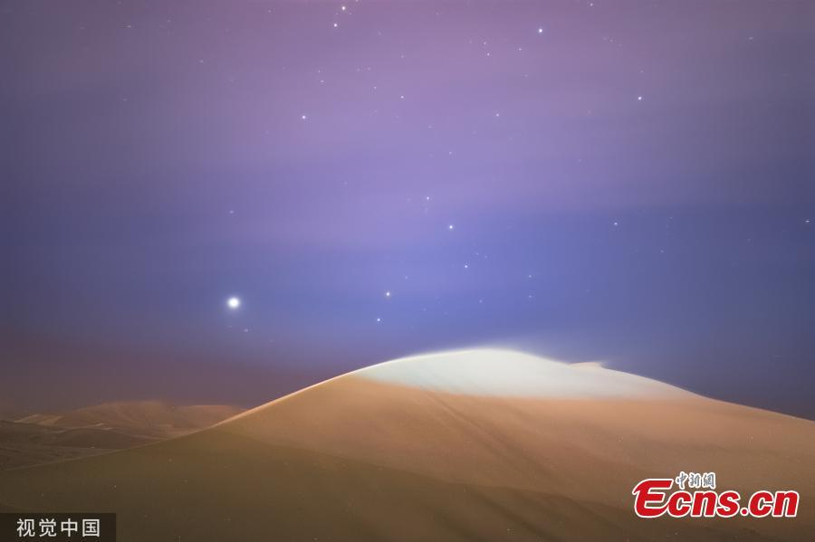 Dunhuang city in Northwest China\'s Gansu province, is brightened by stars when the nights falls in May, 2019. (Photo/VCG)