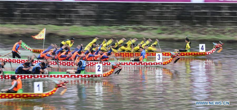 Contestants take part in a dragon boat race held on the Yujiang River as part of the traditional folk customs to celebrate the upcoming Duanwu Festival in Changning County of Yibin, southwest China\'s Sichuan Province, May 29, 2019. Duanwu Festival is traditionally celebrated on the fifth day of the fifth month on Chinese lunar calendar. (Xinhua/Zhuang Geer)