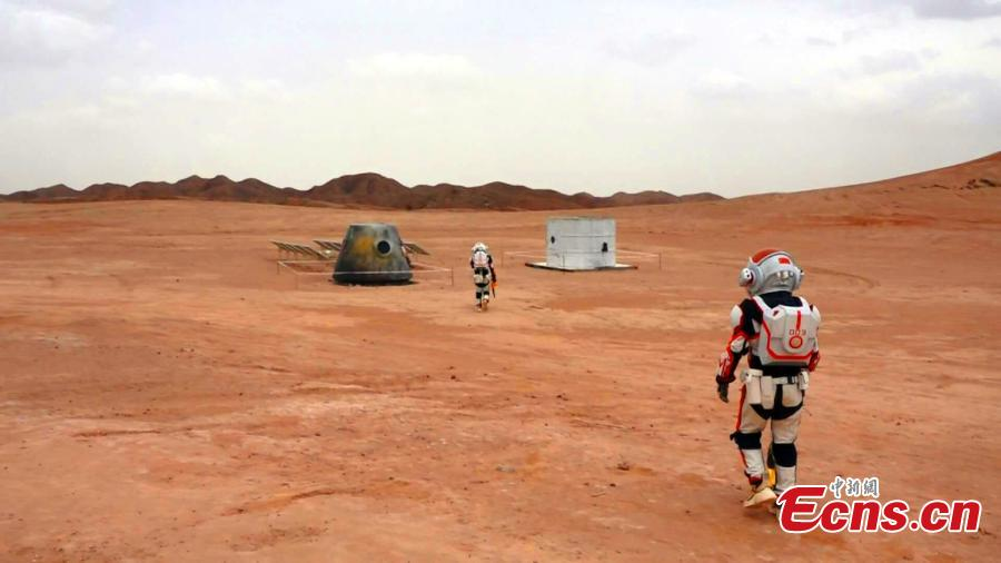 Photo taken on May 29, 2019 shows a Mars simulation base in the barren, windswept hills of Jinchang City, Northwest China's Gansu Province. Planned to cover 67 square kilometers, Mars Base 1 Camp will include nine modules including a greenhouse and a mock decompression chamber. Authorities hope the camp will boost tourism and allow visitors to feel as though they are on the Red Planet.  (Photo: China News Service/Li Yalong)