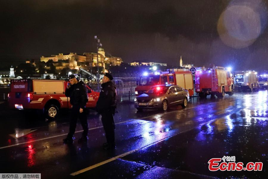 Police and fire brigade vehicles are seen on the Danube bank after tourist boat capsized on the river?in Budapest, Hungary, May 29, 2019. (Photo/Agencies)