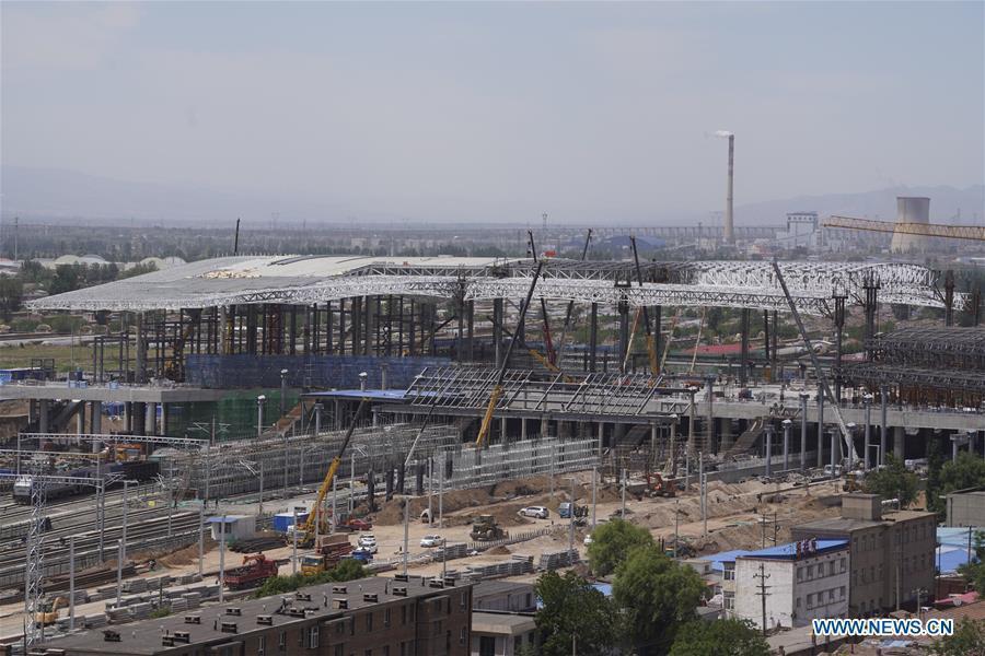Photo taken on May 30, 2019 shows the construction site of the Zhangjiakou Station of the Beijing-Zhangjiakou high-speed railway in Zhangjiakou, north China\'s Hebei Province. The main structure of the Zhangjiakou Station has been basically completed. (Xinhua/Xing Guangli)