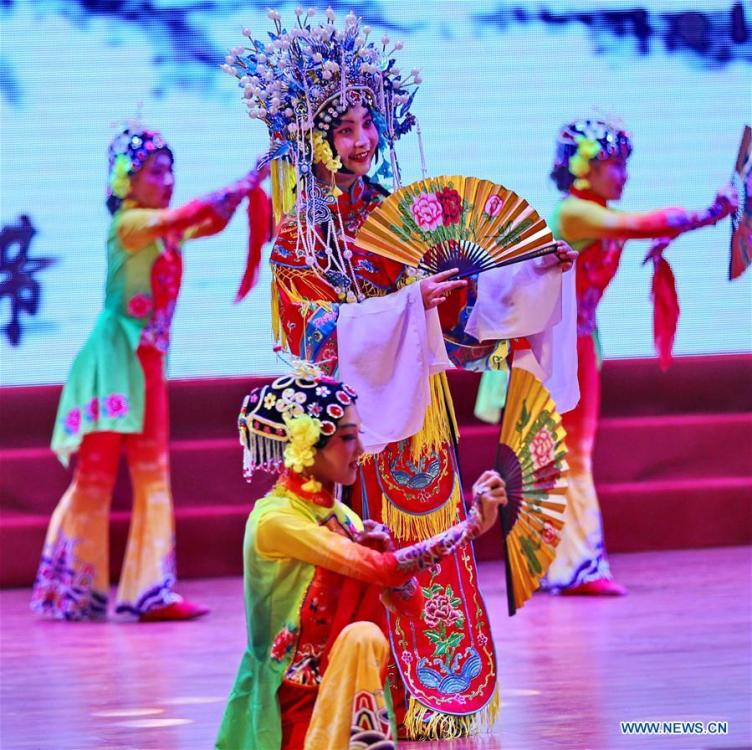 Students perform Peking Opera during an event in celebration of the International Children\'s Day in Qinghuangdao City, north China\'s Hebei Province, May 31, 2019. (Xinhua/Cao Jianxiong)
