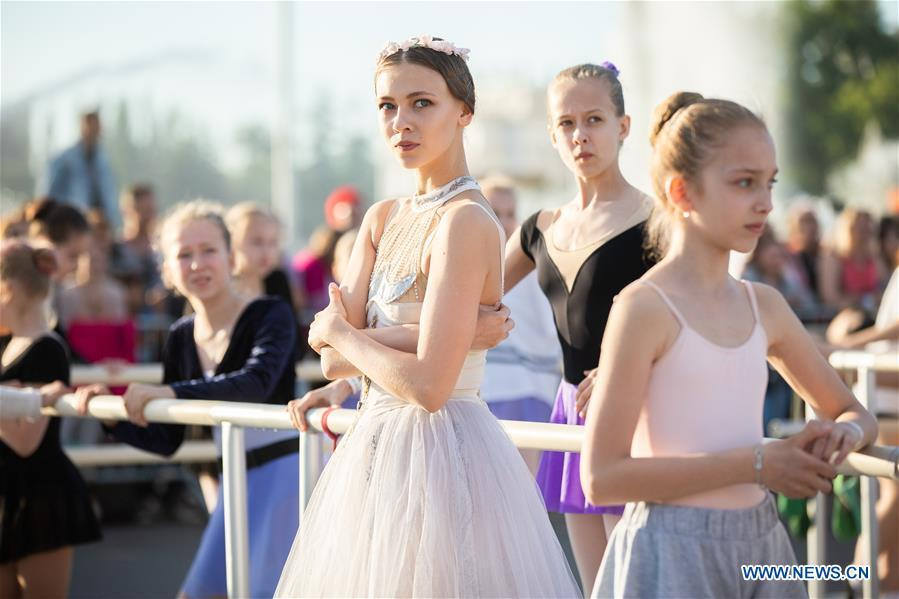 Ballet dancers get ready for a ballet master class by Nikolay Tsiskaridze during the World Ballet Holidays Festival in Moscow, Russia, on June 1, 2019. The World Ballet Holidays Festival is held from May 31 to June 2 at VDNH exhibition complex in Moscow. One of the highlights of the festival is an outdoor ballet class conducted by ballet dancer Nikolay Tsiskaridze. (Xinhua/Maxim Chernavsky)