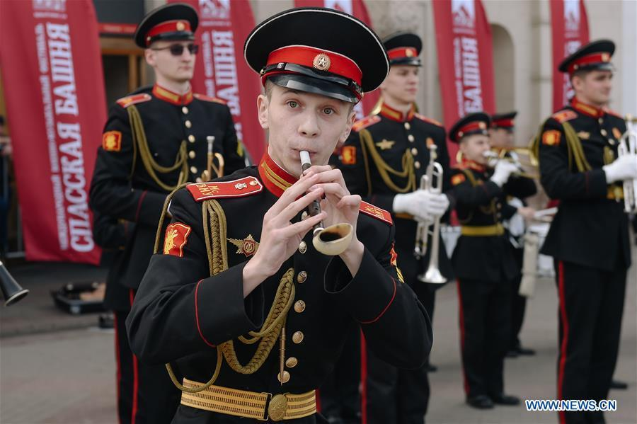 Cadets of Moscow Military Music College perform near the Kazansky train station to celebrate the Children\'s day in Moscow, Russia, June 1, 2019. (Xinhua/Evgeny Sinitsyn)