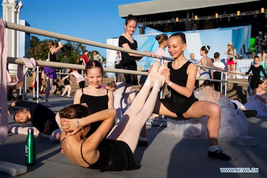Ballet dancers prepare for a ballet master class by Nikolay Tsiskaridze during the World Ballet Holidays Festival in Moscow, Russia, on June 1, 2019. The World Ballet Holidays Festival is held from May 31 to June 2 at VDNH exhibition complex in Moscow. One of the highlights of the festival is an outdoor ballet class conducted by ballet dancer Nikolay Tsiskaridze. (Xinhua/Maxim Chernavsky)