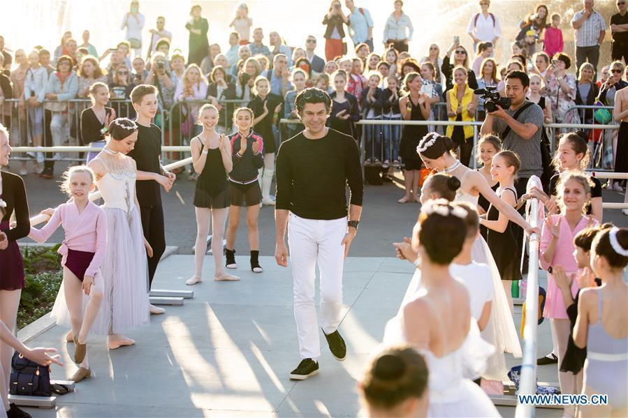 Ballet dancer Nikolay Tsiskaridze (C) is seen at his ballet master class during the World Ballet Holidays Festival in Moscow, Russia, on June 1, 2019. The World Ballet Holidays Festival is held from May 31 to June 2 at VDNH exhibition complex in Moscow. One of the highlights of the festival is an outdoor ballet class conducted by ballet dancer Nikolay Tsiskaridze. (Xinhua/Maxim Chernavsky)