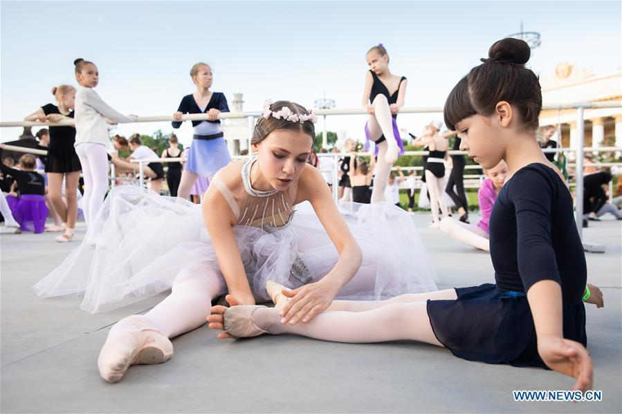 Ballet dancers prepare for a ballet master class by Nikolay Tsiskaridze during The World Ballet Holidays Festival, in Moscow, Russia, on June 1, 2019. The World Ballet Holidays Festival is held from May 31 to June 2 at VDNH exhibition complex in Moscow. One of the highlights of the festival is an outdoor ballet class conducted by ballet dancer Nikolay Tsiskaridze. (Xinhua/Maxim Chernavsky)