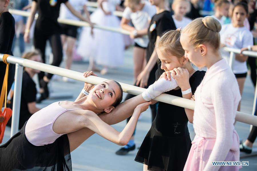 Ballet dancers get ready for a ballet master class by Nikolay Tsiskaridze during The World Ballet Holidays Festival, in Moscow, Russia, on June 1, 2019. The World Ballet Holidays Festival is held from May 31 to June 2 at VDNH exhibition complex in Moscow. One of the highlights of the festival is an outdoor ballet class conducted by ballet dancer Nikolay Tsiskaridze. (Xinhua/Maxim Chernavsky)